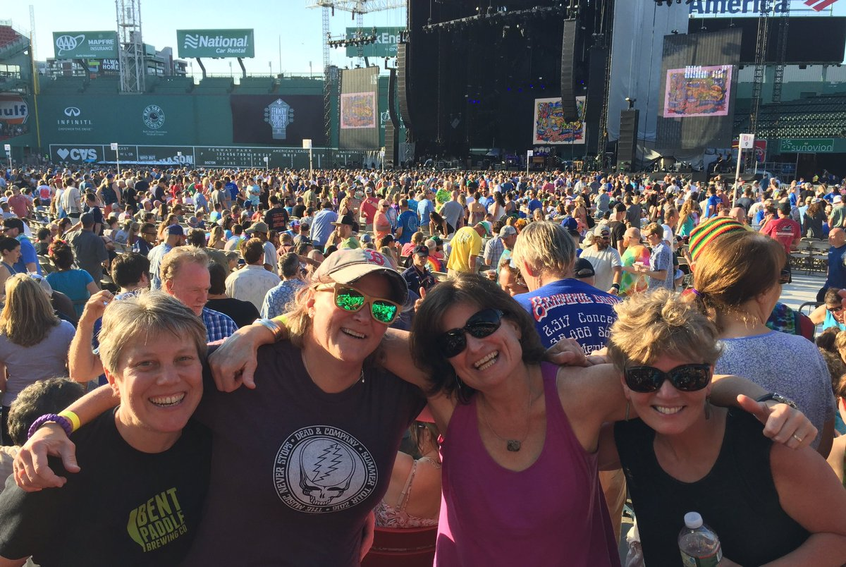 Night 2 of Dead &amp; Company! What a beautiful night, Fenway Park! #BeKind #ListenToTheMusic #deadandcompany #grateful @TKKeeney @Maura_BSU<br>http://pic.twitter.com/shnCKgFjIF