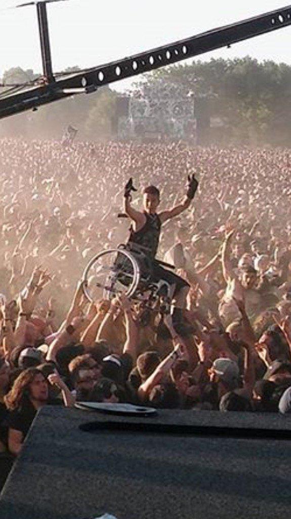 God bless rock n roll. @prophetsofrage #Hellfest2017