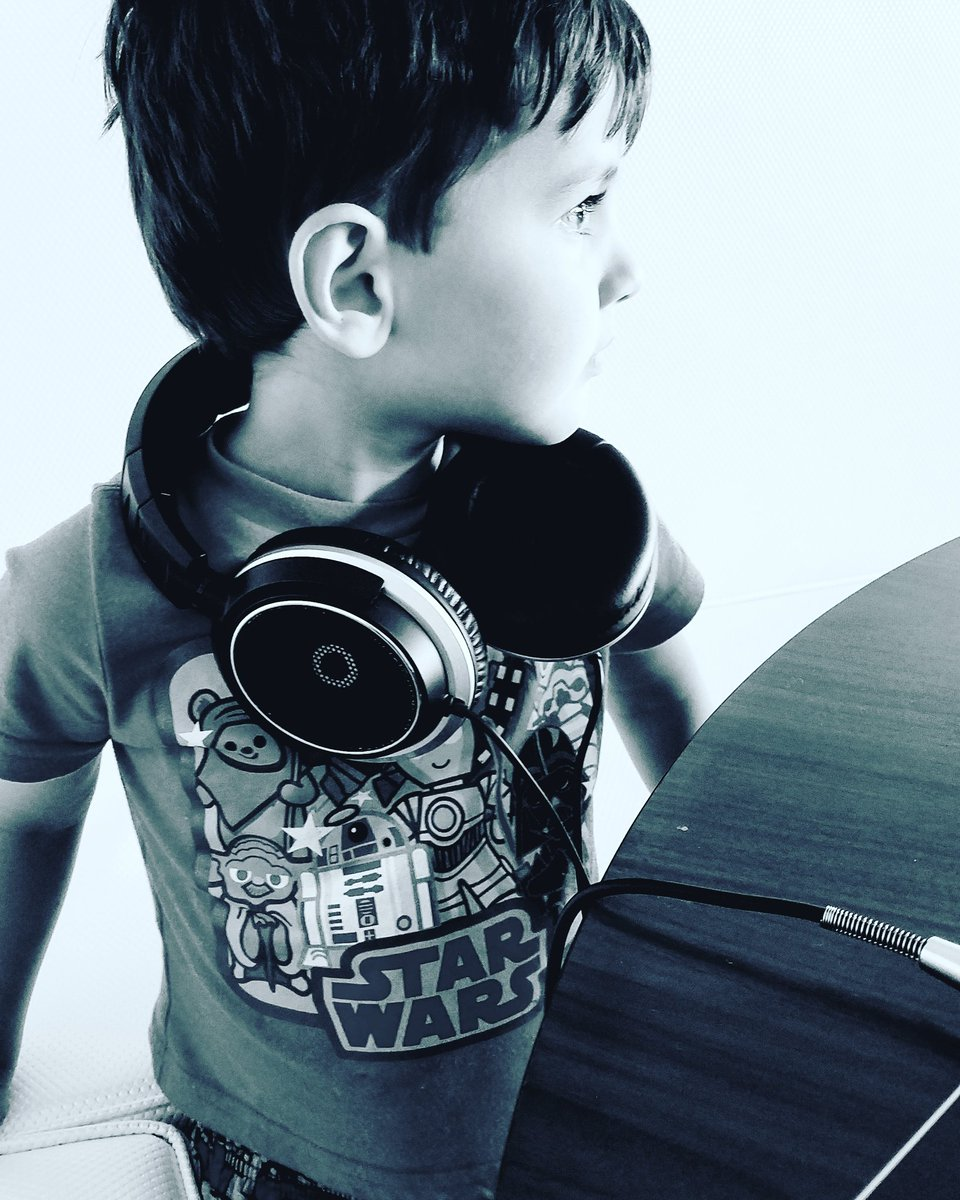My sound engineer #musicvideo #dj #EDM #electronica #NewMusic #piano #ambient #chill #musician #infinigenesis #FathersDay<br>http://pic.twitter.com/1imXZ2aqjR