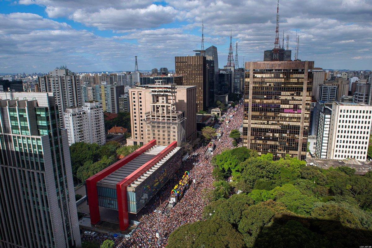 Há tempos Av Paulista não ficava tão cheia  Tudo misturado, todo mundo aí. Parada do Orgulho LGBT SP 2017 Foto Ignacio Aronovich  #paradaSP