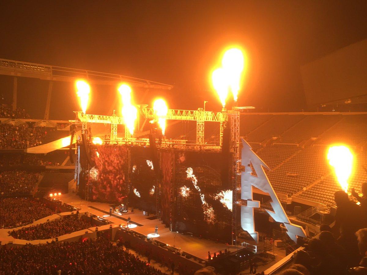 The ultimate heat lamp! @Metallica #MetInChicago