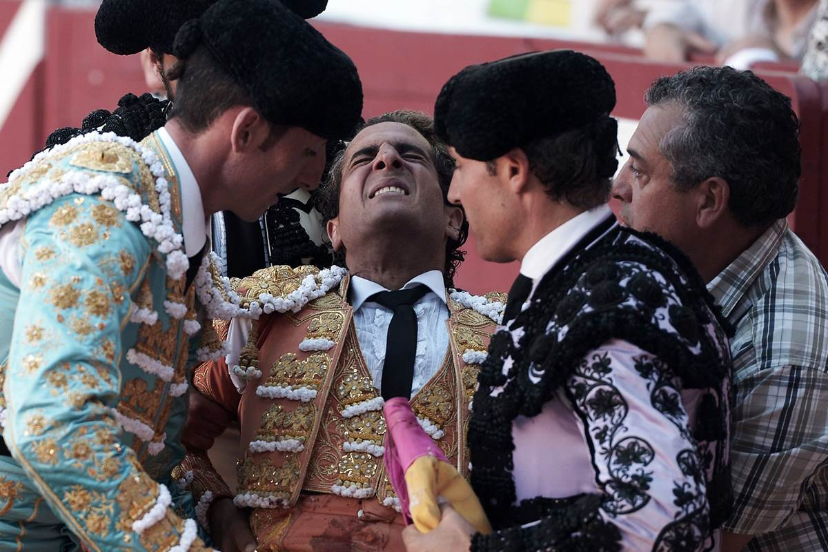 Renowned bullfighter Iván Fandiño gored to death during a fight in France https://t.co/w1JIu0dfNM