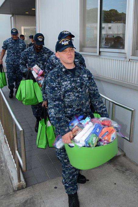 こんにちは。今回の駆逐艦フィッツジェラルドの事故によって生活用品などを失った乗組員のために当基地関係者が一丸となって物資の支援を行っています。海上自衛隊、海上保安庁、その他多くの日本の皆様から温かいご支援をいただきありがとうございました。米海軍一同、心から感謝申し上げます。