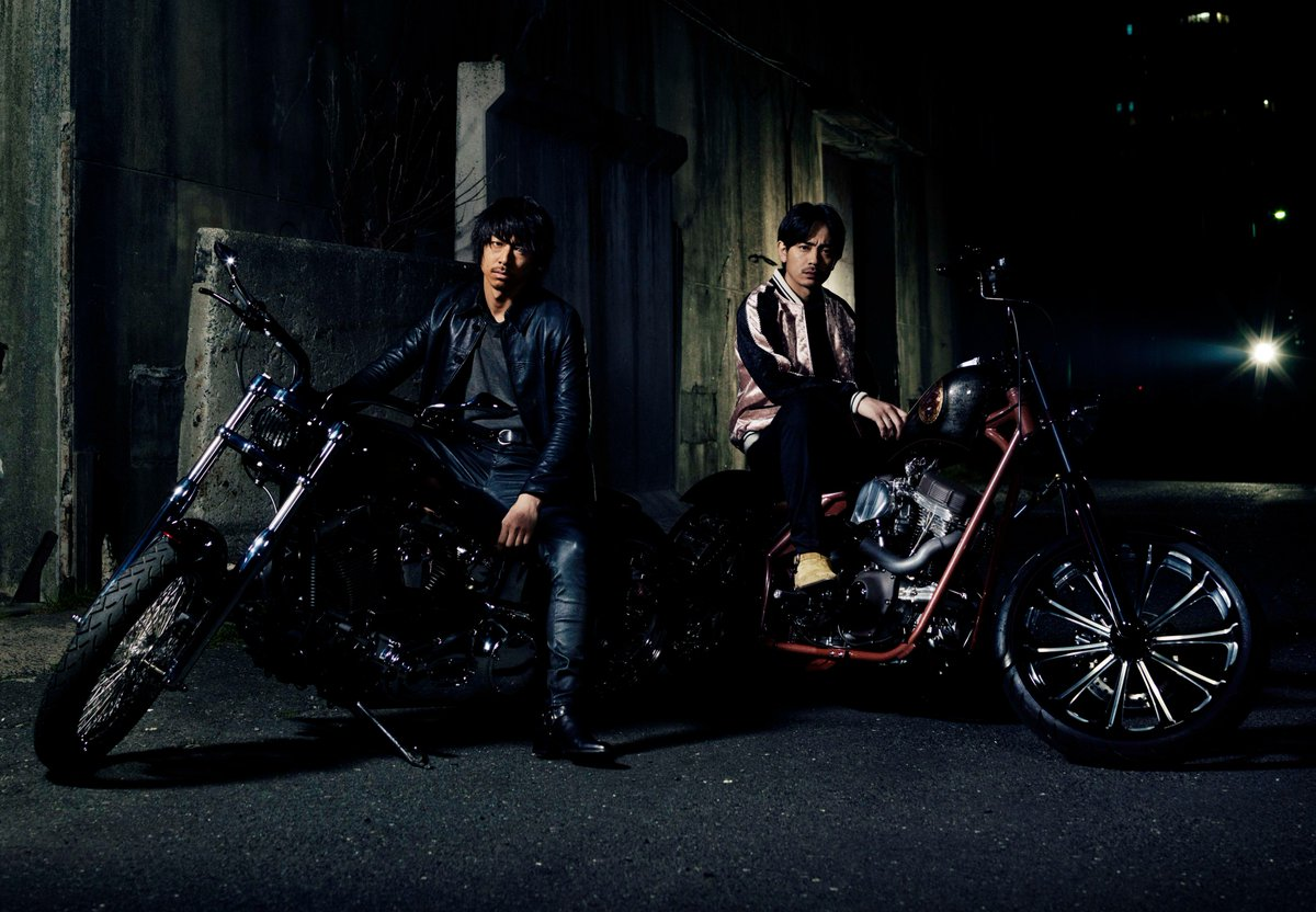 HiGH&LOWシリーズ最新作「HiGH&LOW THE MOVIE 2 / END OF SKY」8.19公開伝説のバイクチーム「ムゲン」の元リーダー琥珀(AKIRA)&相棒の九十九(青柳翔)の新ビジュアルがお披露目ッ! 今後もビジュアルは順次解禁します!#HiGH_LOW