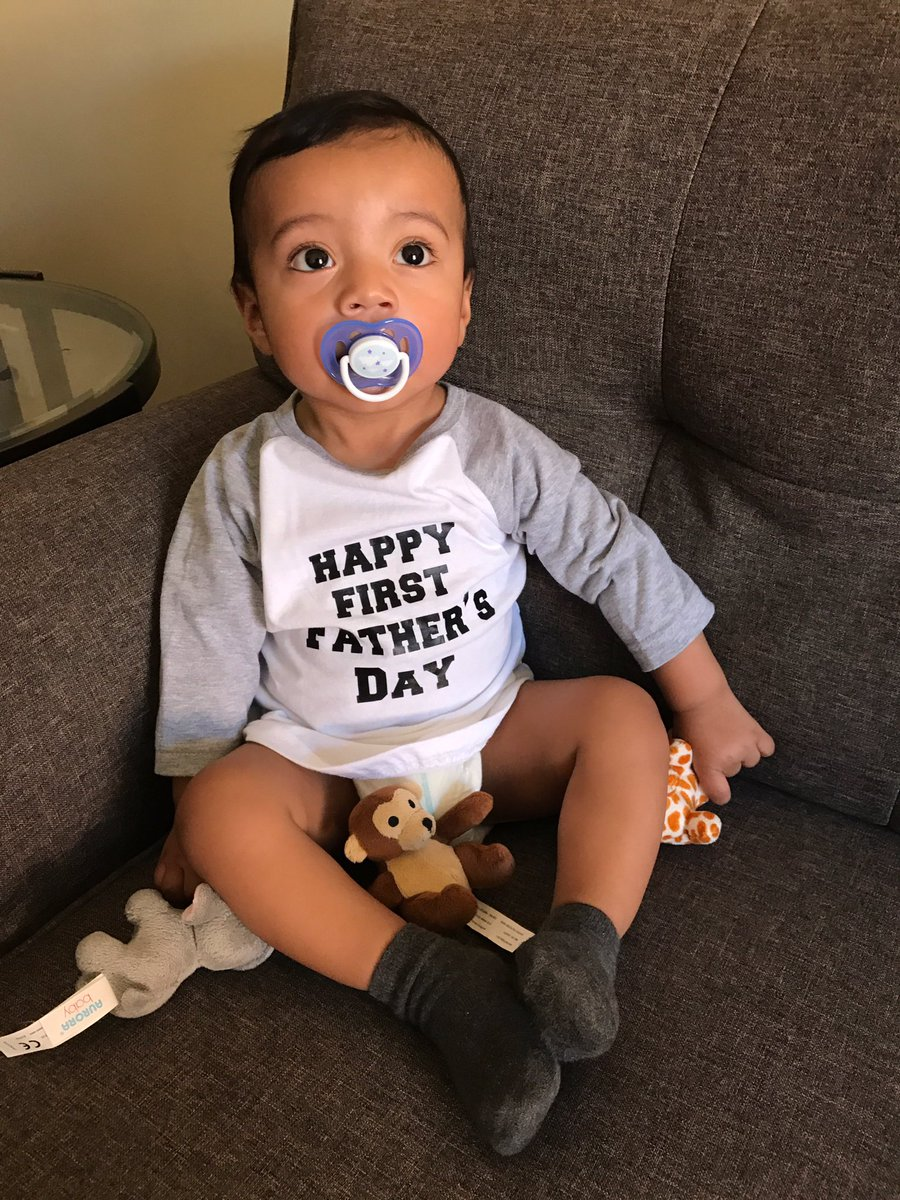 Woke up to my handsome boy like this . #happyFathersDay#Firstfathersday #happyFathersDay2017 #calderon #27 #mysonpic.twitter.com/xu71yxEzWN