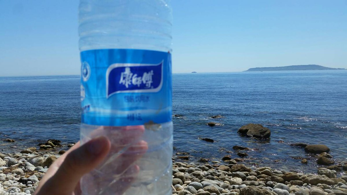 Spotted the Greater Chinese Blue #WaterBottle today at Osmington Mills #wildbottlesightings @mcsuk<br>http://pic.twitter.com/K0aevN79e9