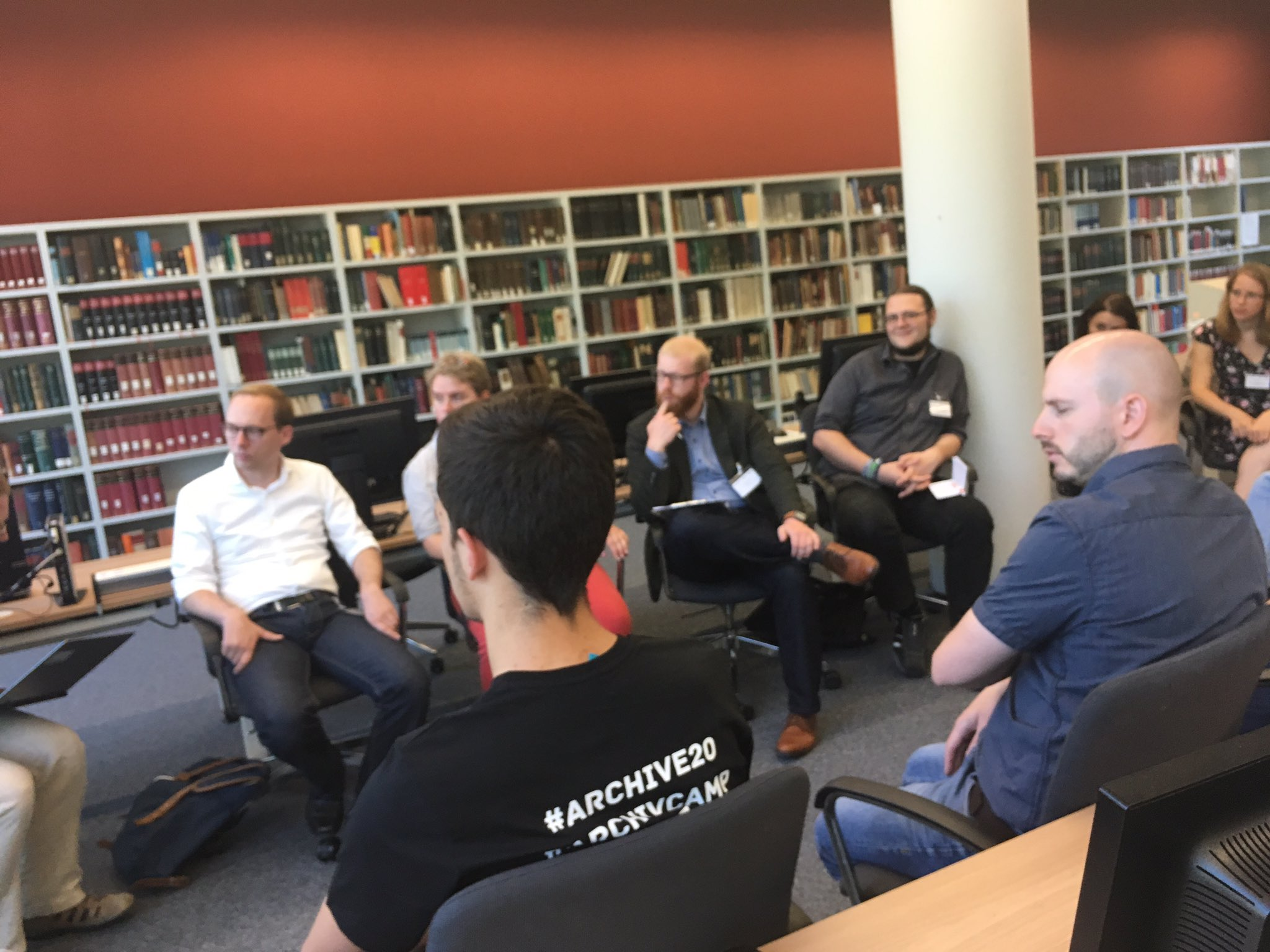 Konsens: Nutzende sind zu leise, Archive arbeiten technologiegetrieben #webseitenarchivierung #archive20 #archivcamp https://t.co/24sLe7yDv2