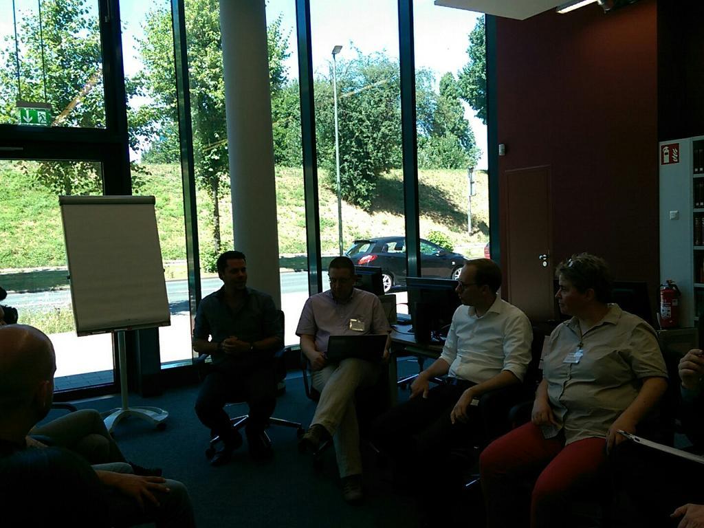 Session zur Webarchivierung mit einer sehr bunten Teilnehmergruppe...vom Bufdi bis zum Dienstleister ist alles dabei #archive20 #archivcamp https://t.co/Hx3AlXk7vC