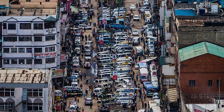 """""""Der Kontrast zwischen Arm und Reich ist erschreckend."""" Einsatzarzt S. Jatzkowski erlebt die Gegensätze in #Nairobi :https://t.co/F2TPDcqcE1 https://t.co/ekL5jKKZfT"""