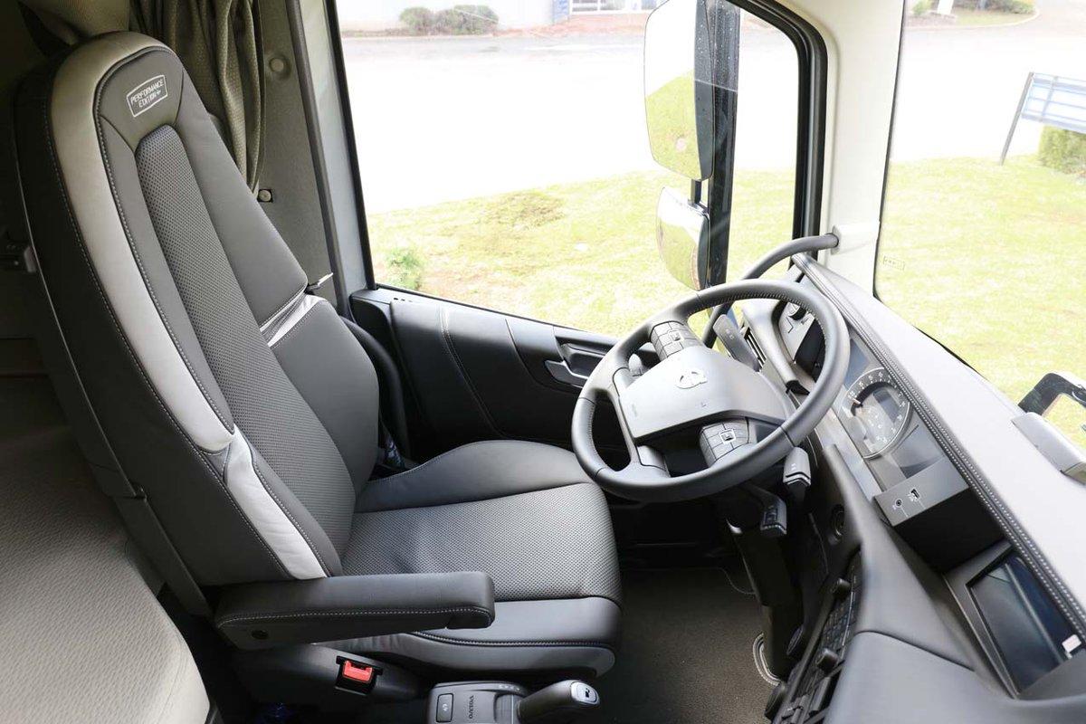 volvo trucks france on twitter srie limite le volvo fh performanceedition en gris avec le drapeau sudois et lintrieur cabine personnalis