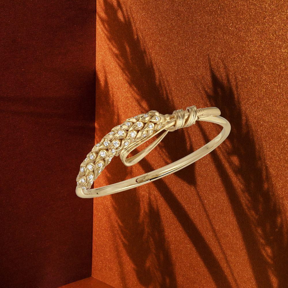 Wear the iconic wheat on your wrist with L&#39;Epi de Blé de Chaumet bangle. #Chaumet #SummerSpirit #EpideBlé #Blé <br>http://pic.twitter.com/5Cr8SAuJWc