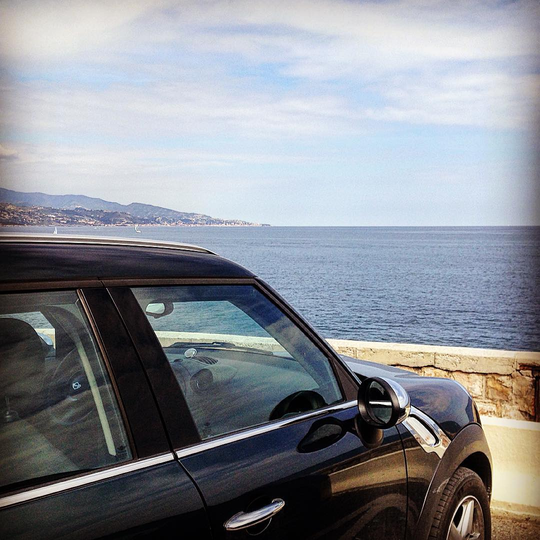 Nestled between #Monaco and #Menton, Emily B finds paradise in #roquebrunecapmartin with her MINI #Countryman.  http:// bit.ly/2tjbQt2  &nbsp;  <br>http://pic.twitter.com/2TCJ30nI1x