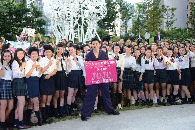 山崎賢人、リーゼントヘアの女子300人に囲まれ「グレートですね」 https://t.co/ZS5XEYerJR #ジョジョ #山崎賢人