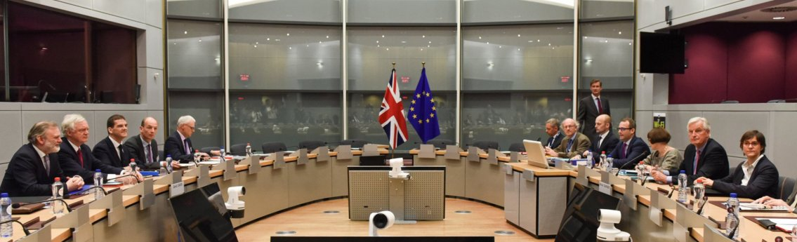 Photo of the first session between Barnier and DD: