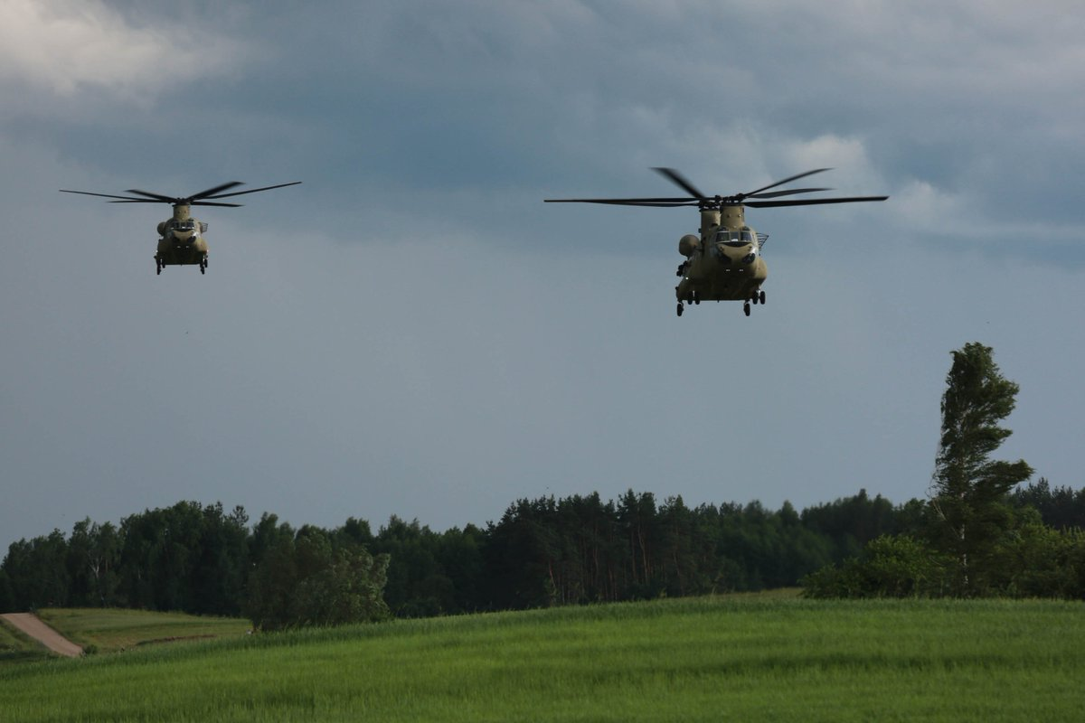45 Commando Royal Marines @RoyalNavy  and #POL troops  insertion near objective during #SaberStrike #IronWolf by @USArmyEurope #CH47.<br>http://pic.twitter.com/IDW0OjpGRs