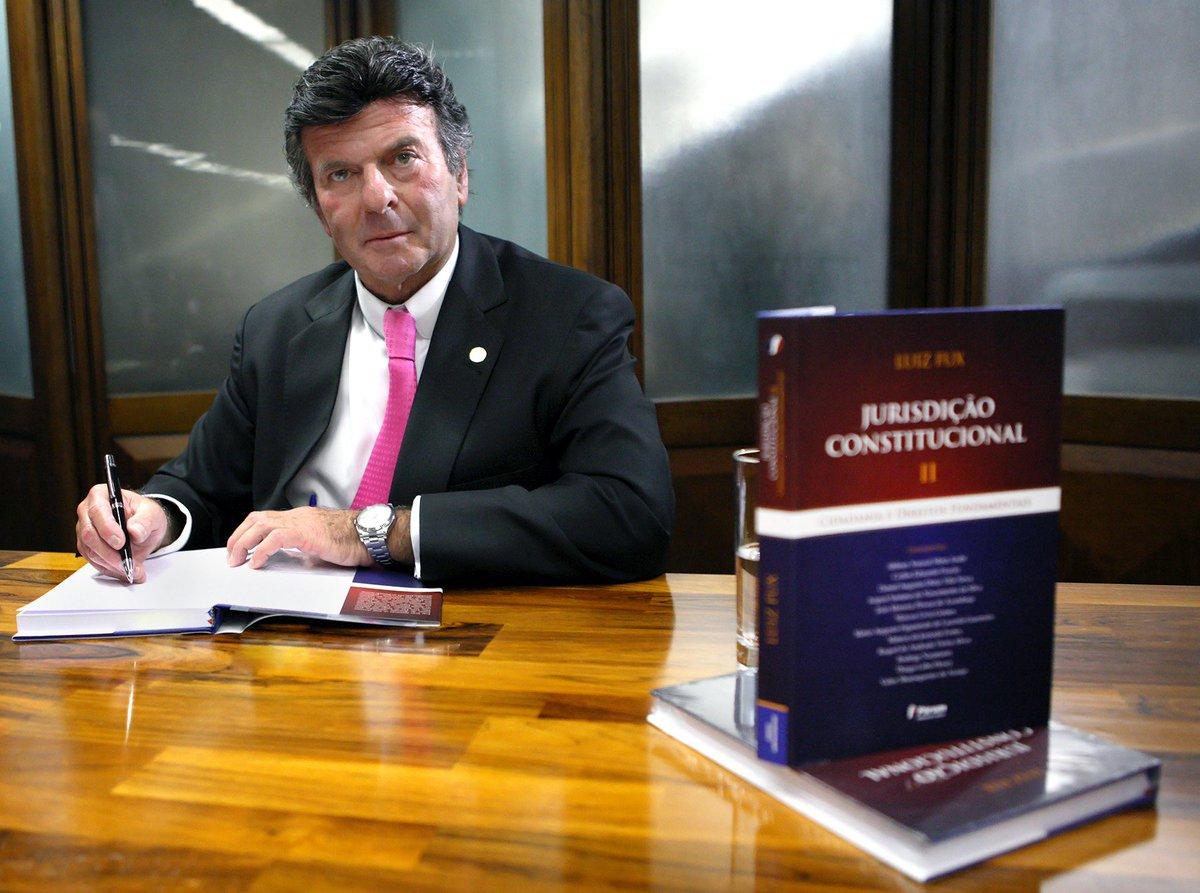 Novo livro do ministro Luiz Fux será lançado hoje (19) no Rio de Janeiro: https://t.co/ehbPO3udIJ