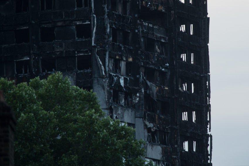 Incêndio em edifício de Londres começou em uma geladeira com defeito. https://t.co/V2MlXlPaxd (📷 Mazur/catholicnews)