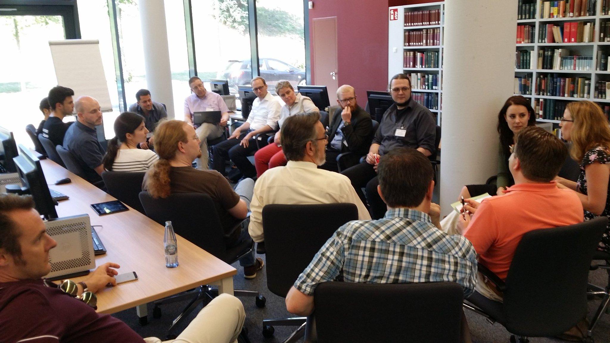 Session laufen. Auch im Lesesaal des Landesarchivs. #archivcamp https://t.co/KsCT1S7vDl