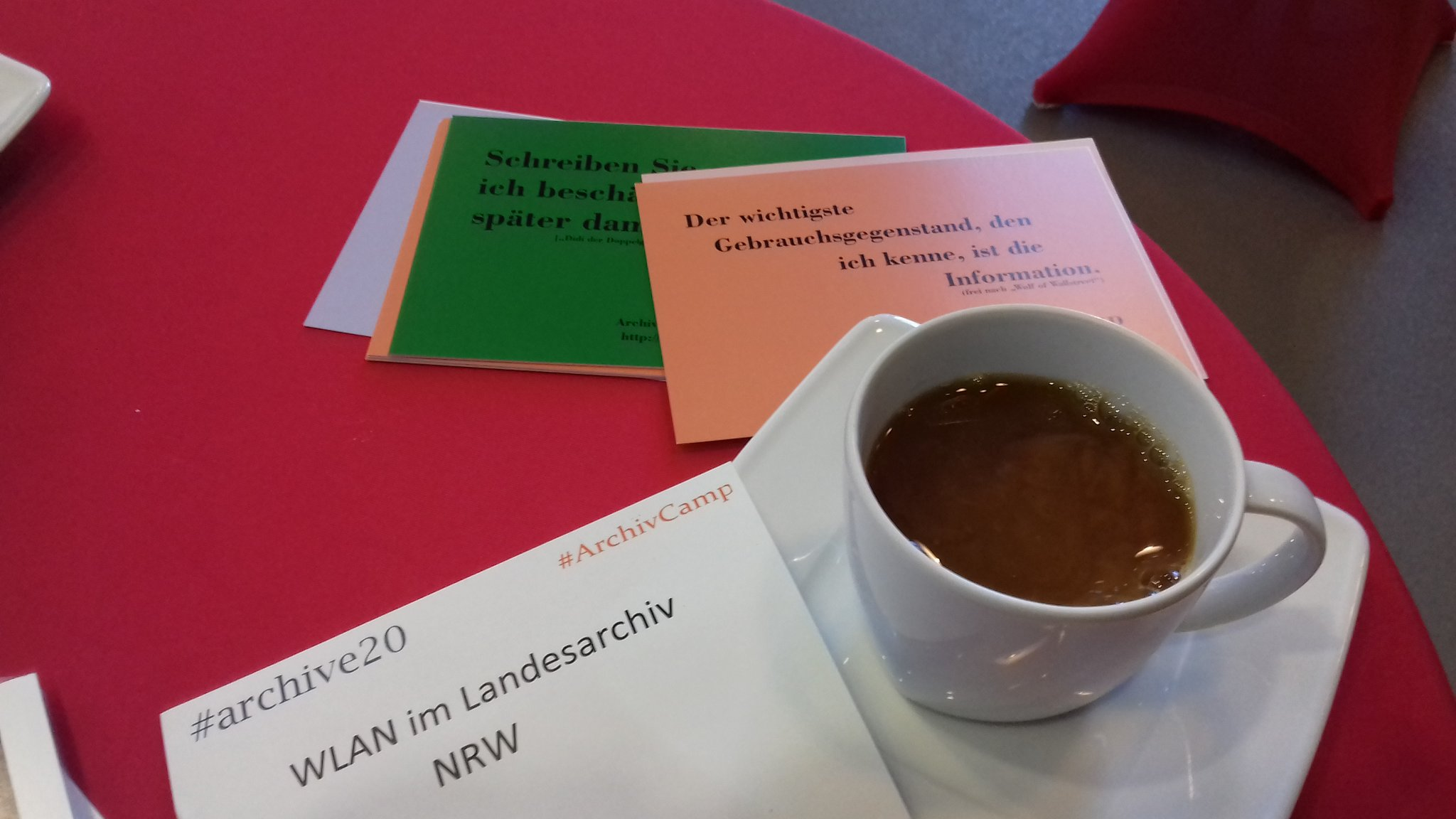 Der obligatorische Kaffeetweet. #archive20 #archivcamp https://t.co/iMHJqqJKkl