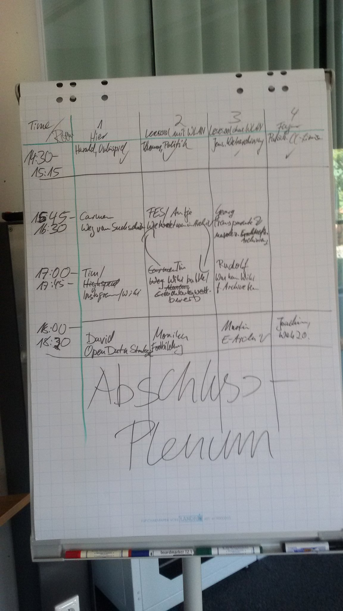 Die Sessionplanung für das #archivcamp, kreativ umgesetzt vom Jungen mit dem Filzstift @frisch_patrick  😉 #archive20 https://t.co/NUj1UG345e