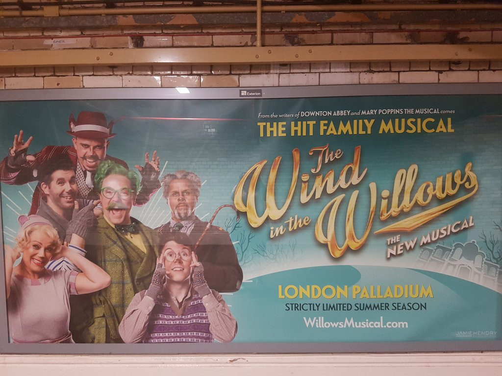 RT @Beckymusicals: Spotted! At south Kensington @WillowsMusical https://t.co/RpDQJHvNyl