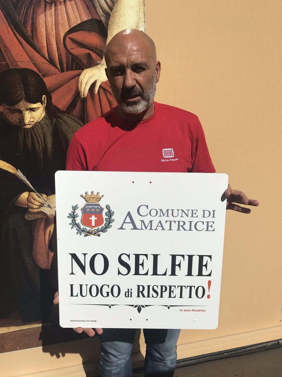 Risultati immagini per cartello anti selfie amatrice