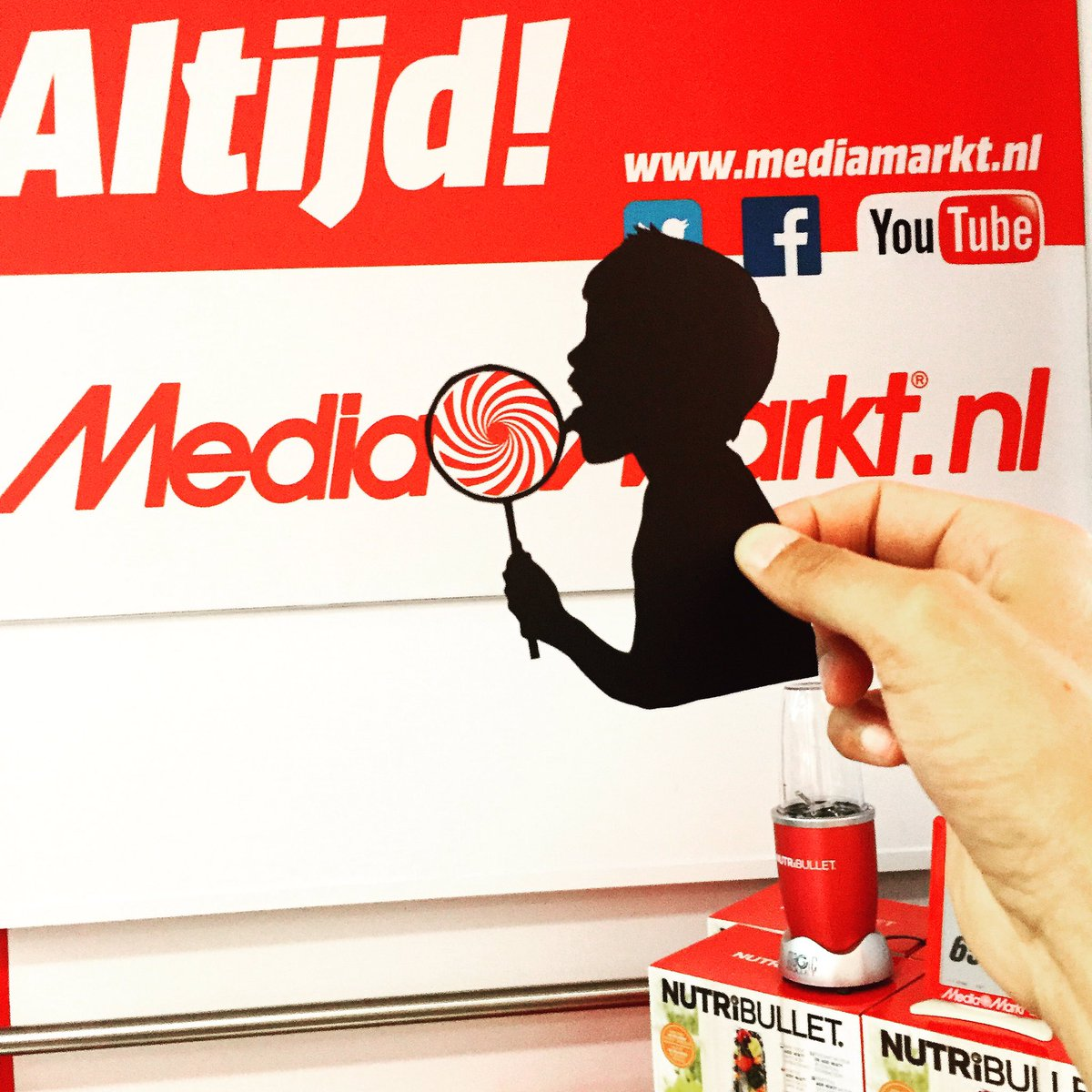 That logo-Candy is sooooo Sweet! Thank you Mediamarkt! @mediamarkt_nl #mediamarkt @mediamarktaadr #papercut #lolly #lollies #candy https://t.co/rzVL6jeA9A