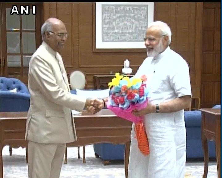 Delhi: Bihar Governor and NDA presidential nominee #RamNathKovind met PM Narendra Modi and BJP president Amit Shah.