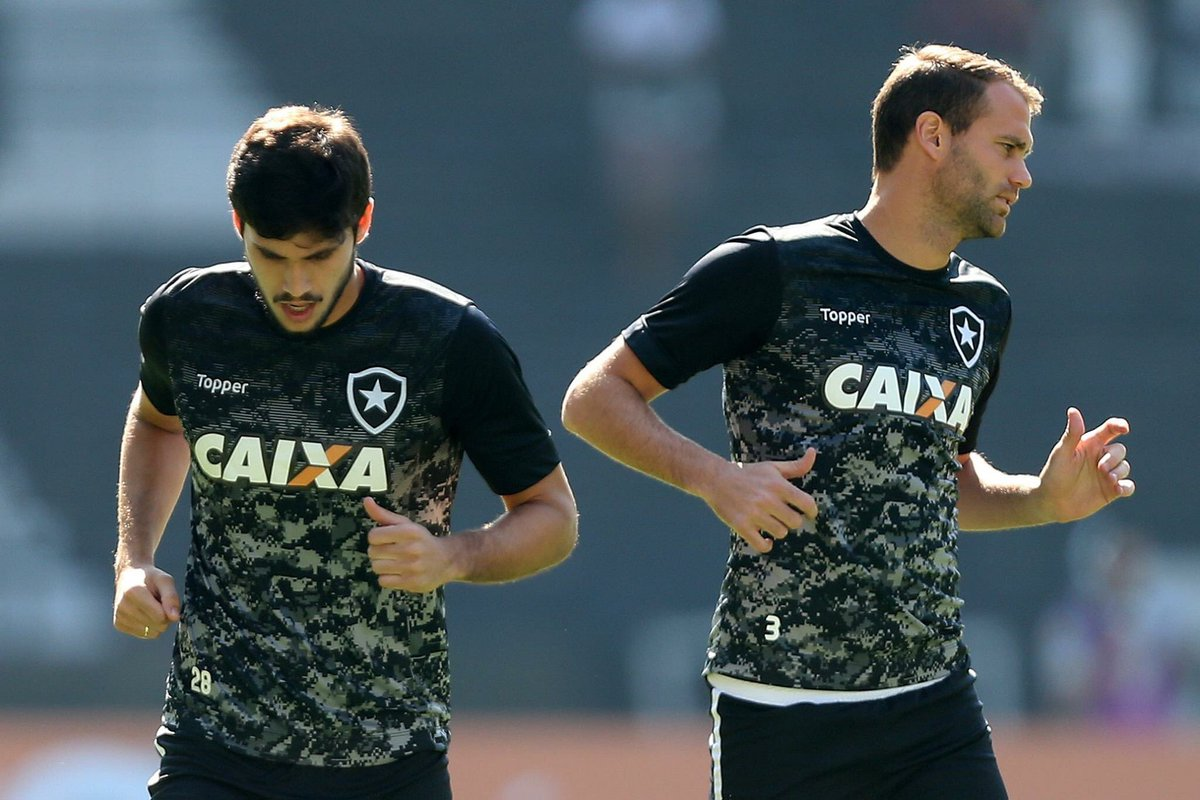 E essa dupla de zaga? Brasil e Argentina a serviço do BOTAFOGO! Igor Rabello e Carli! #BotafogoDigital #FogoEuTeAmo