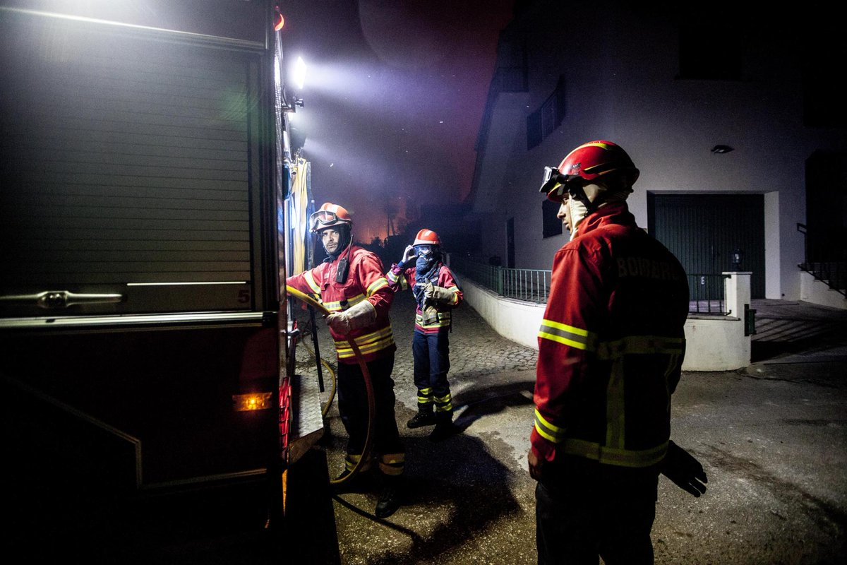 Morreu bombeiro hospitalizado em estado grave. Número de mortos sobe para 63: https://t.co/pZDkz1l4sl