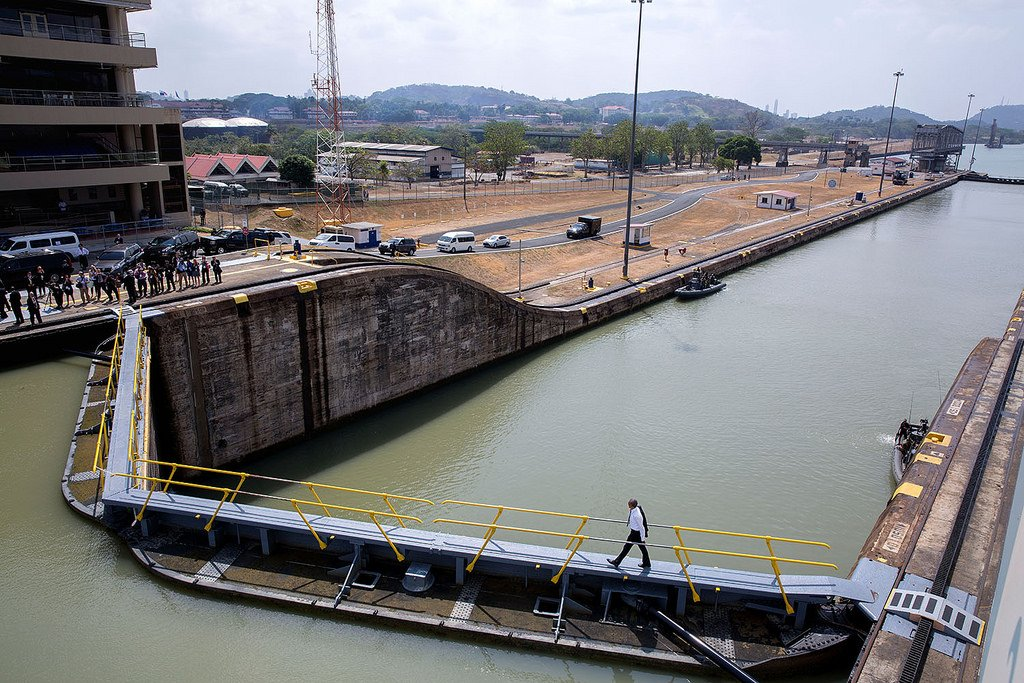 us control of the panama canal relinquished