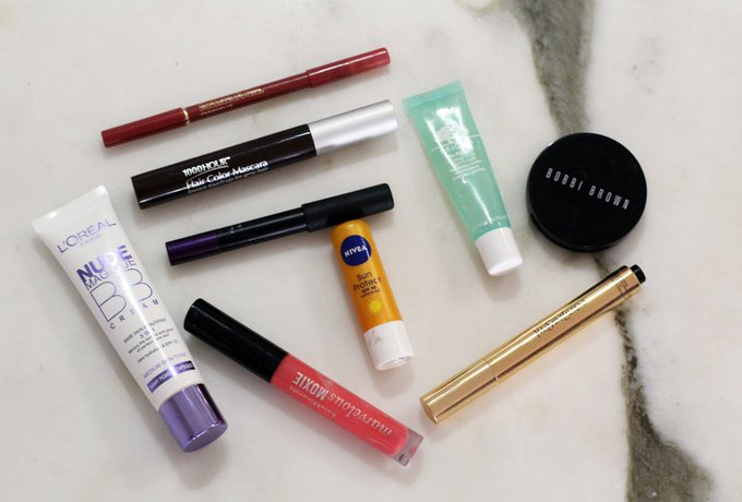What's in Suzi's Travel Make Up Bag?