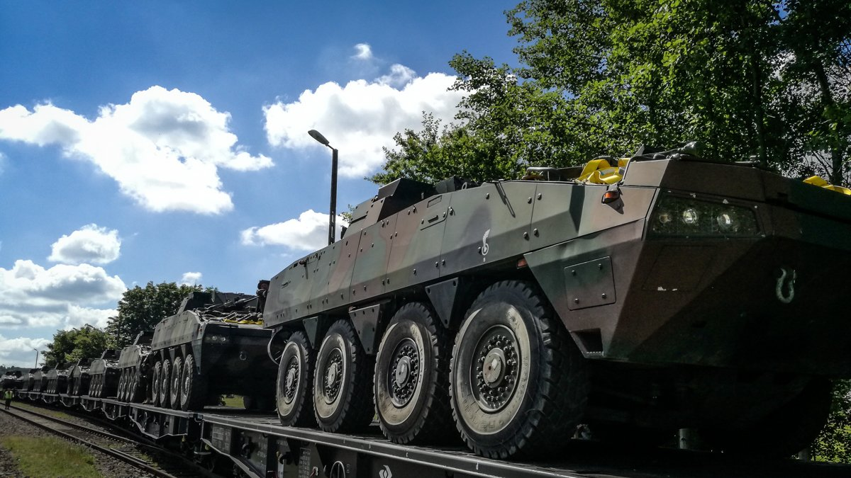 .@NATO #POL  vehicles including #Rosomak #IFV|s getting ready for a movement by train to #ROU  in support of #tFP, pics: @CyfrowaBrygada<br>http://pic.twitter.com/cv0BupA5z2