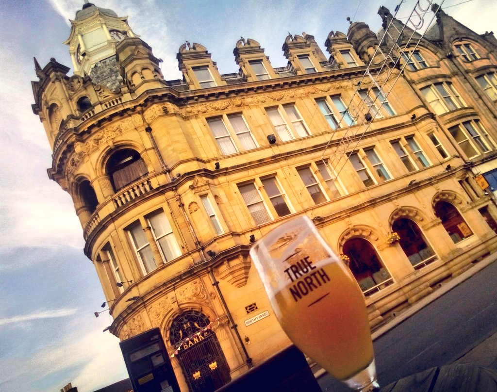 sitting here on north parade, living in hope, soaking up the early evening; true north @therecordcafe  #visitbradford @thetopoftownbd1 #nice <br>http://pic.twitter.com/gYVWwB1qzA