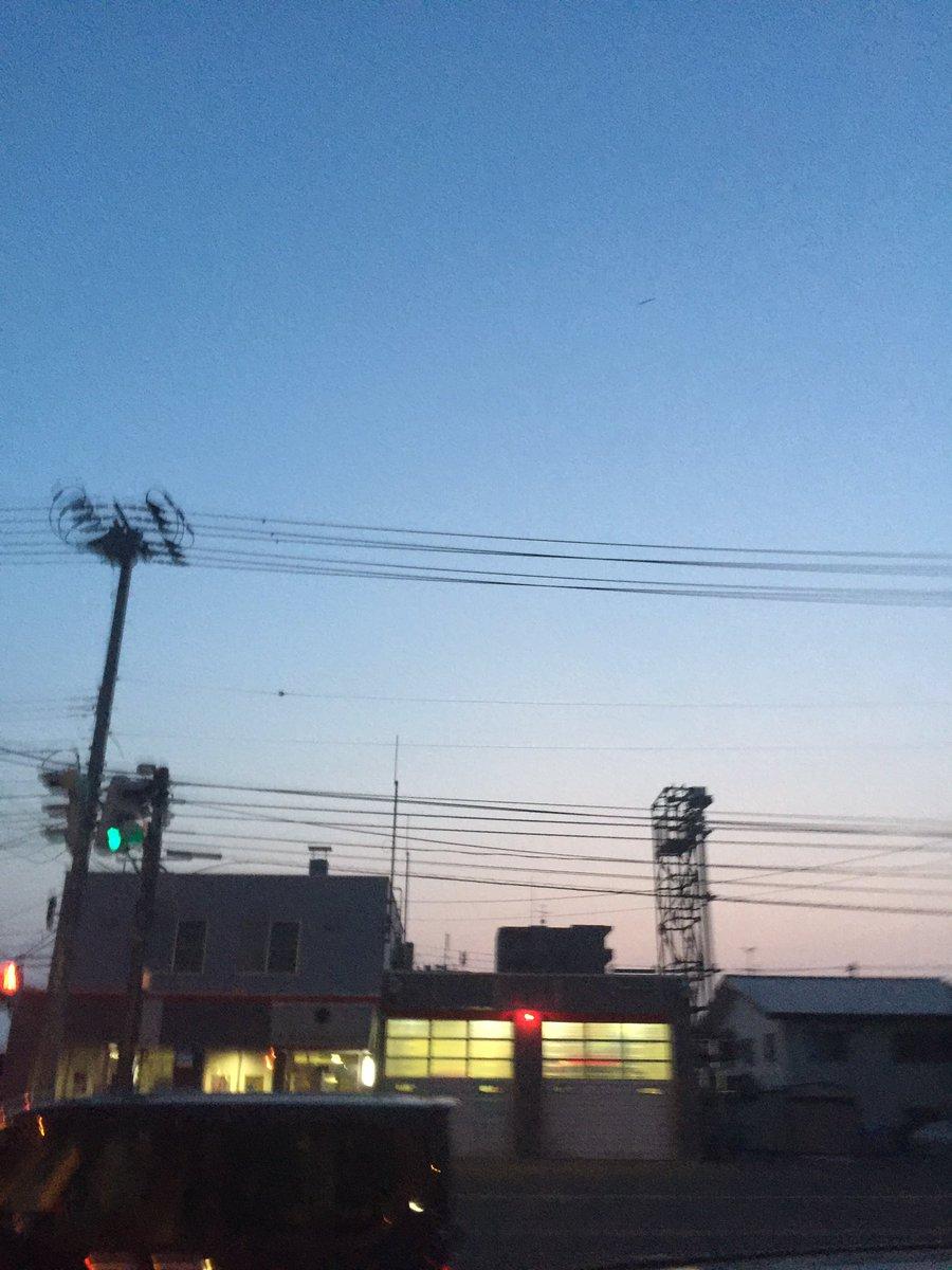 北海道の夜中がめちゃめちゃ明るすぎてビビってる、、 これ空の感じで深夜の2〜3時だぜ!?信じられない( ゚д゚)!
