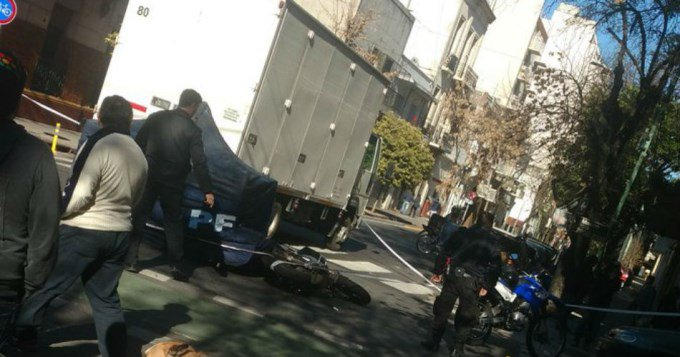 Motoquero murió atropellado por camión en Balvanera  #ManejamosComoElToor #AsíPasanLasTragedias #LaImagenLoDiceTodo