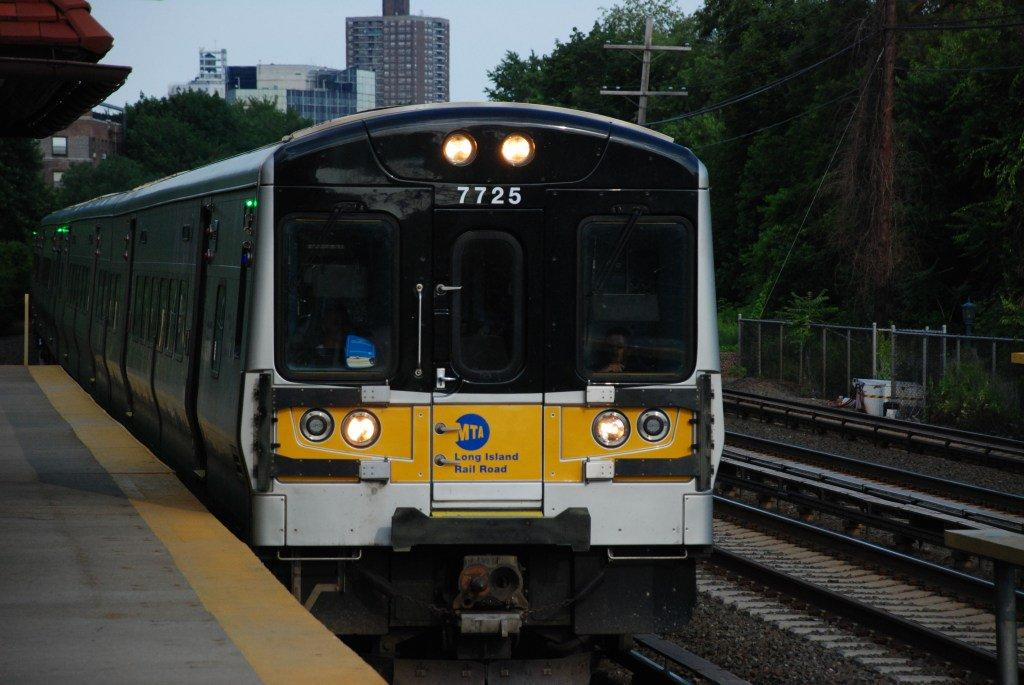 MTA to freeze payments to Amtrak #LIRR https://t.co/uuuWXdpRb8 https:/...