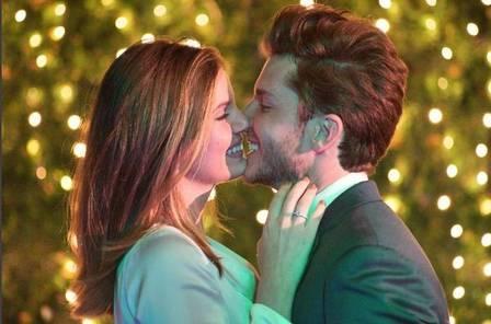 Klebber Toledo e Camila Queiroz estão noivos; ator faz pedido de casamento de joelhos https://t.co/ibfPL8HDxq
