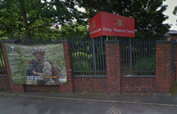 Armed terrorcops arrest man with knives and AXE near British Armybase#Kidderminster https://t.co/8ozRUCuFf4