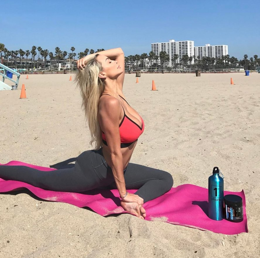 With impeccable form like this, it's no wonder @LindseyPelas is our #M...