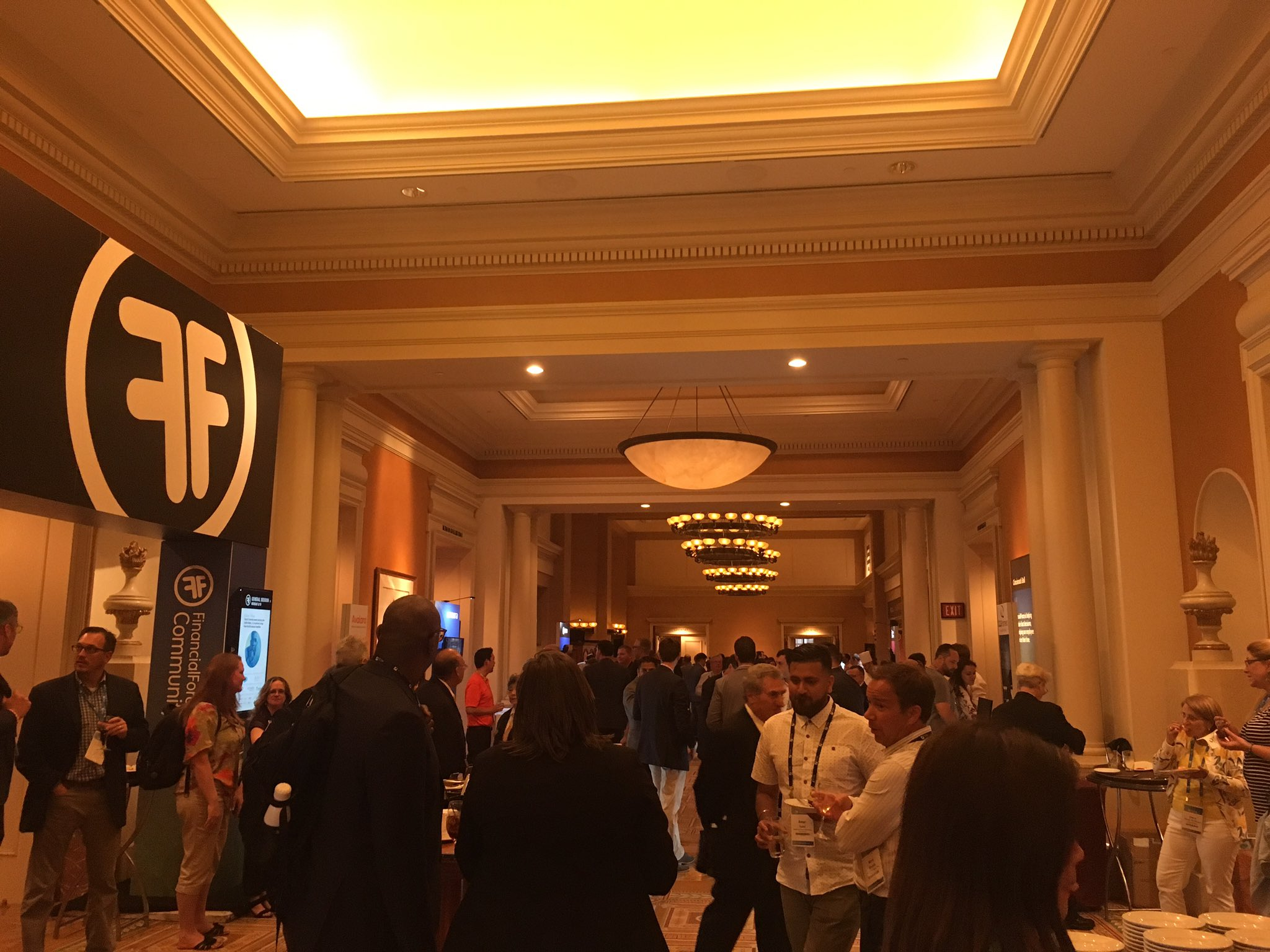Time for some bites and networking at the Welcome Reception! #FFComm17 https://t.co/K7SinQ0HbF