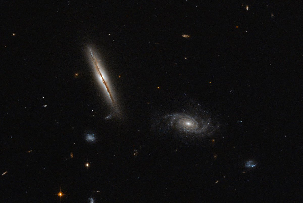ESA/Hubble #Flashback: A misbehaving spiral.  http:// socsi.in/54LXE  &nbsp;  <br>http://pic.twitter.com/WhHrI24xxY