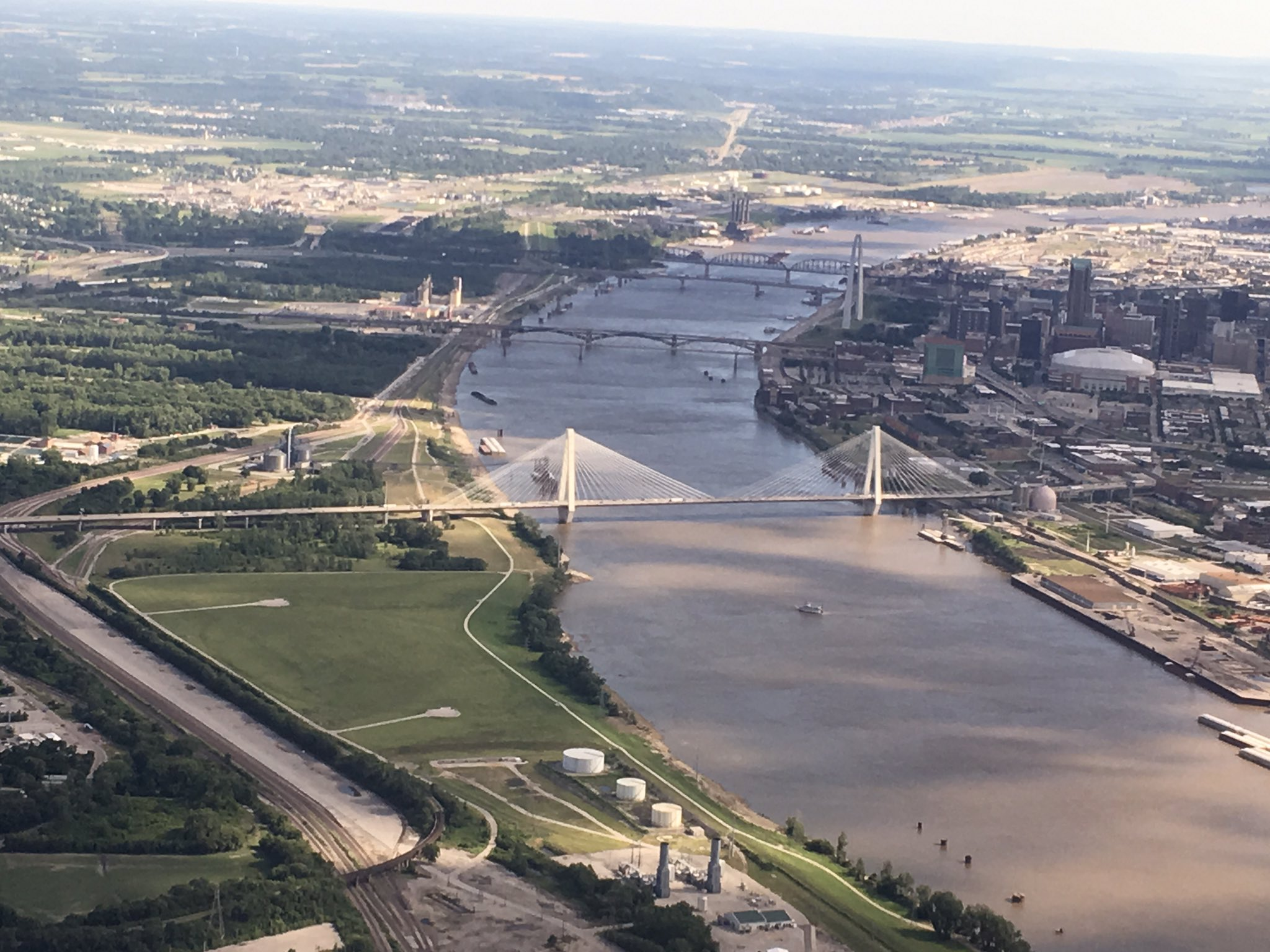 Rick Viestra working for STL tourist board at #icar2017 The arch from over the Mississippi earlier today after flying the Clark-Lewis route https://t.co/2jnfovAECQ