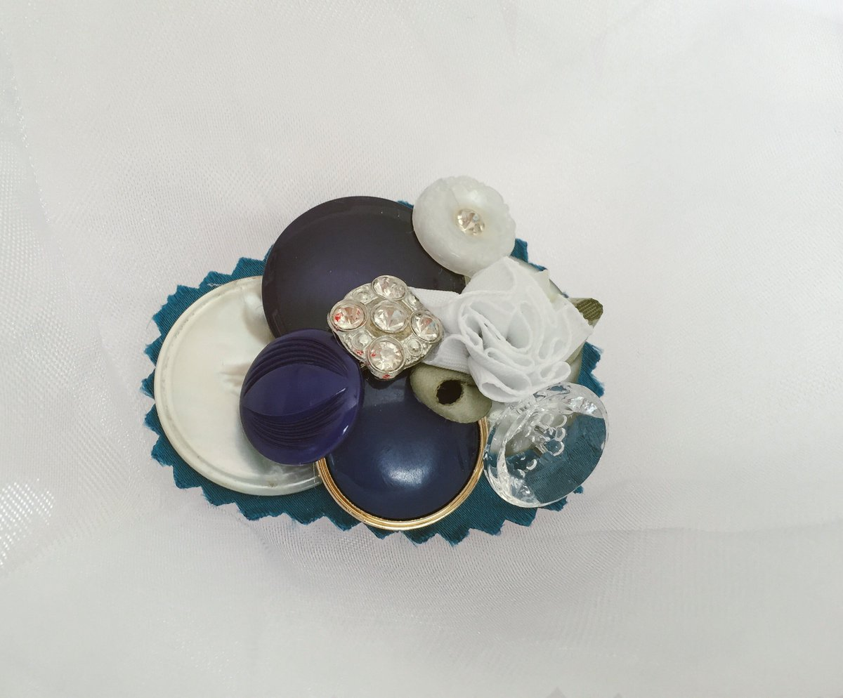 Start the summer season with a new button brooch #etsy #etsyseller #handmadejewelry #bluebrooch<br>http://pic.twitter.com/MSH6llwrVG