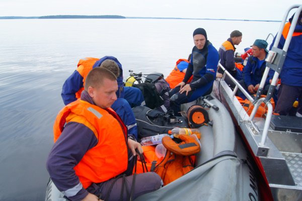 Подростки на ладожском озере