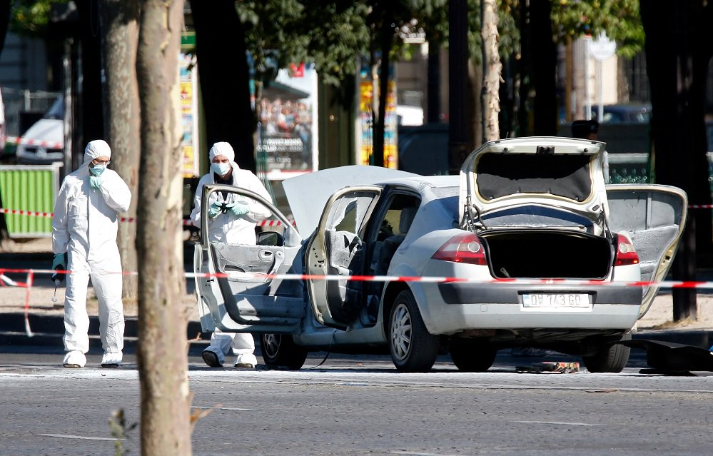 Car on Champs #Elysees contained explosives, #French Interior Minister says -   http://www. nrttv.com/EN/Details.asp x?Jimare=15123 &nbsp; …  #NRTnews<br>http://pic.twitter.com/KtQ8kDpWds