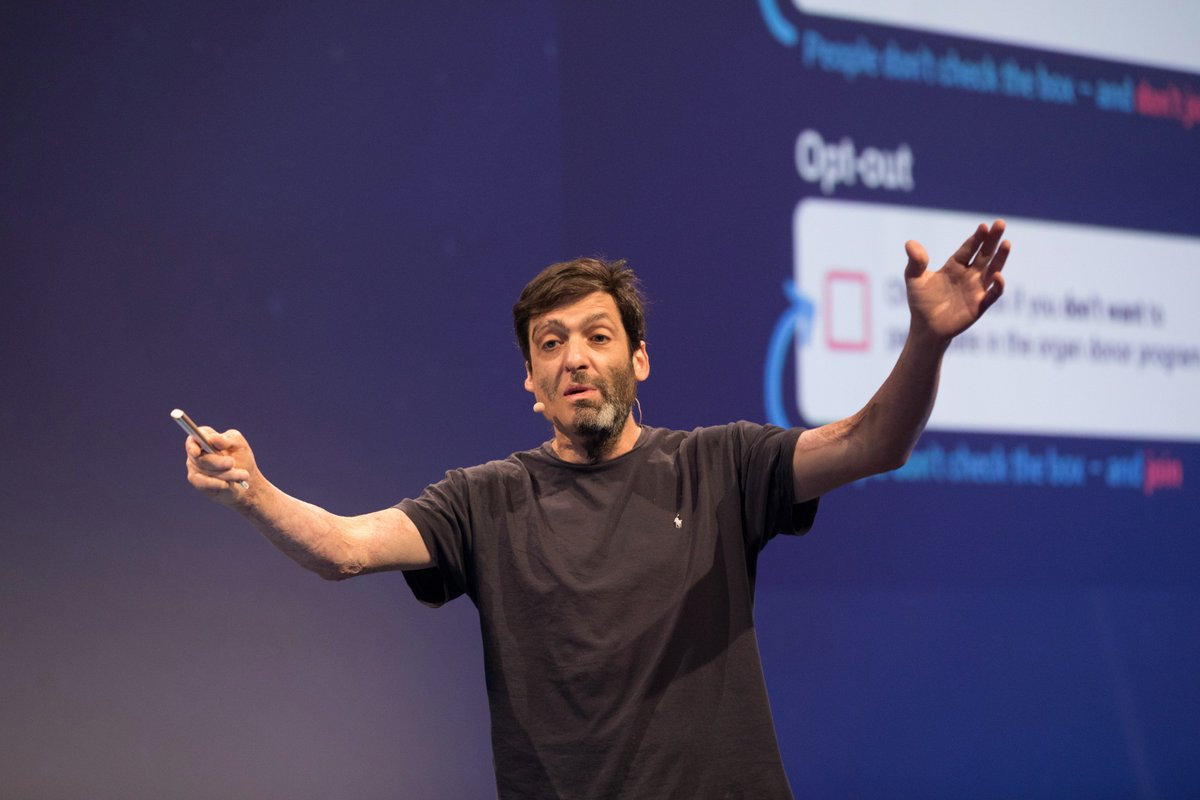 #Environnement plays a huge role in what action we take. @danariely #USI2017 #ThinkForward<br>http://pic.twitter.com/23P0qhyxv6
