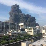 【火災現地画像】東京都江東区東陽町 東陽図書館裏の建設現場で爆発を伴う大きな火事 6/20 - NA…