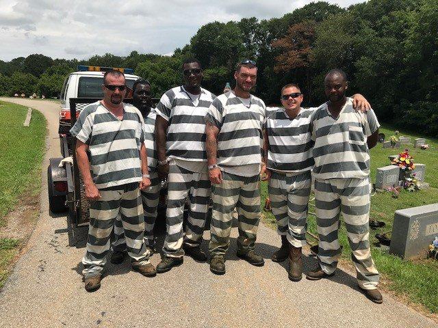 Georgia Sheriff Rewards Inmates Who Saved Guard's Life With Slashed Sentences (UPDATE)