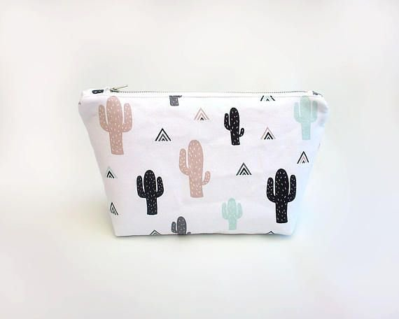 Large cosmetic bag, Cactus makeup bag, Cute make up bag, Toiletry bag, Zipper pouch with cacti print, Trousse maquillage, Makeup pouch